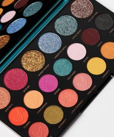 Makeup Revolution X Carmi Make Magic Palette